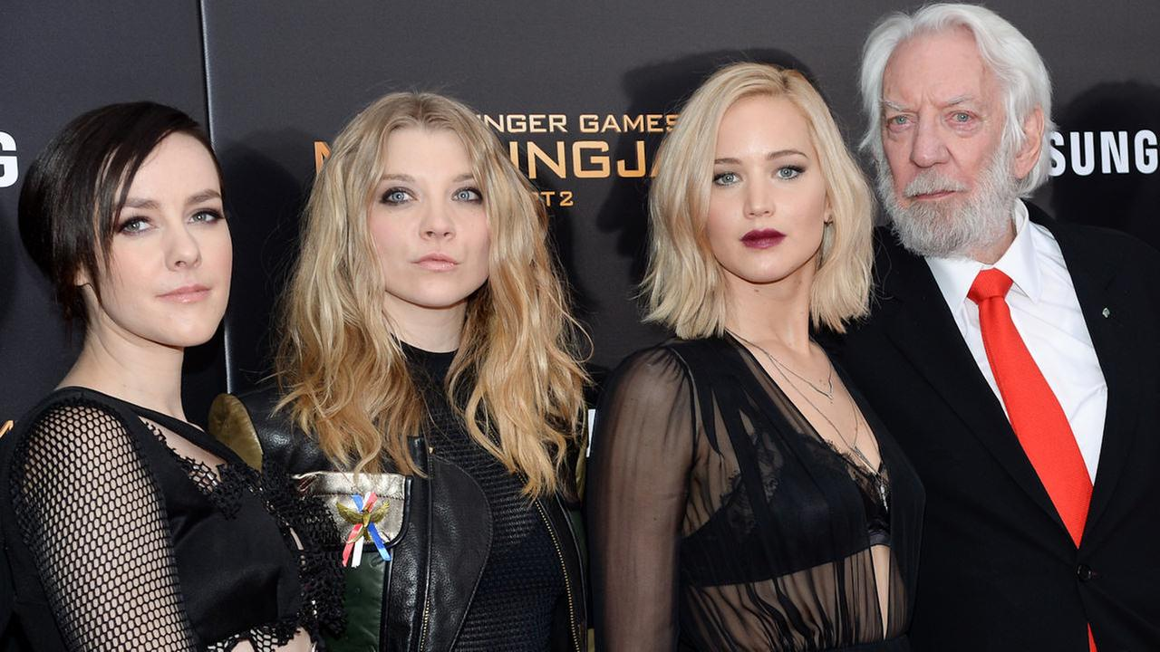 Photos The Hunger Games Mockingjay Part 2 Cast Walks Red Carpet