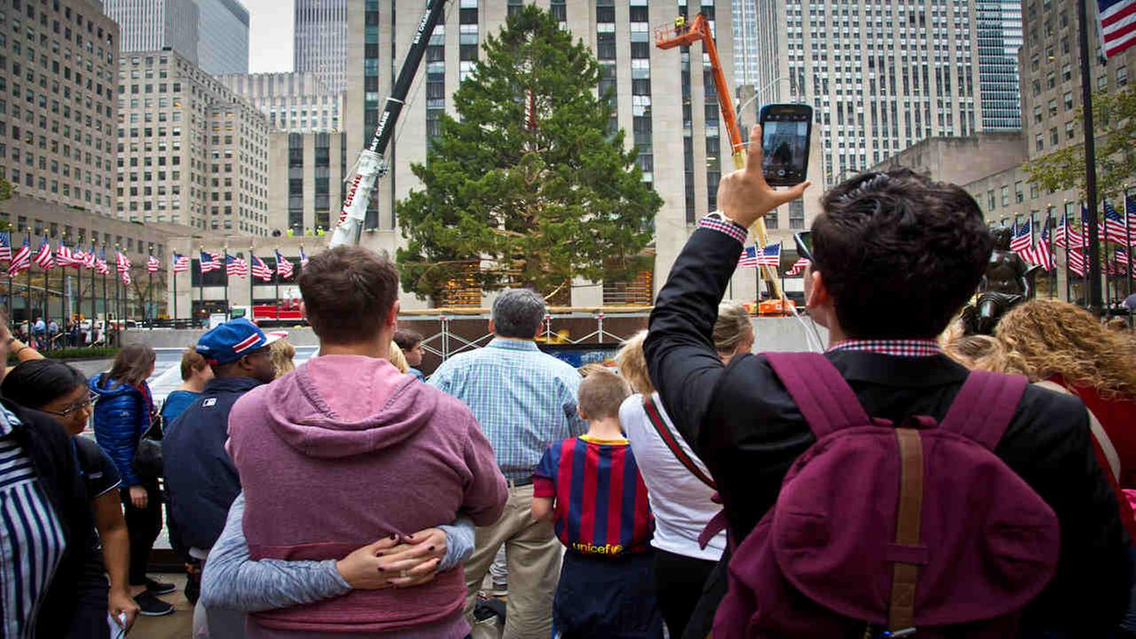 Rockefeller tree lighting to close streets in Midtown