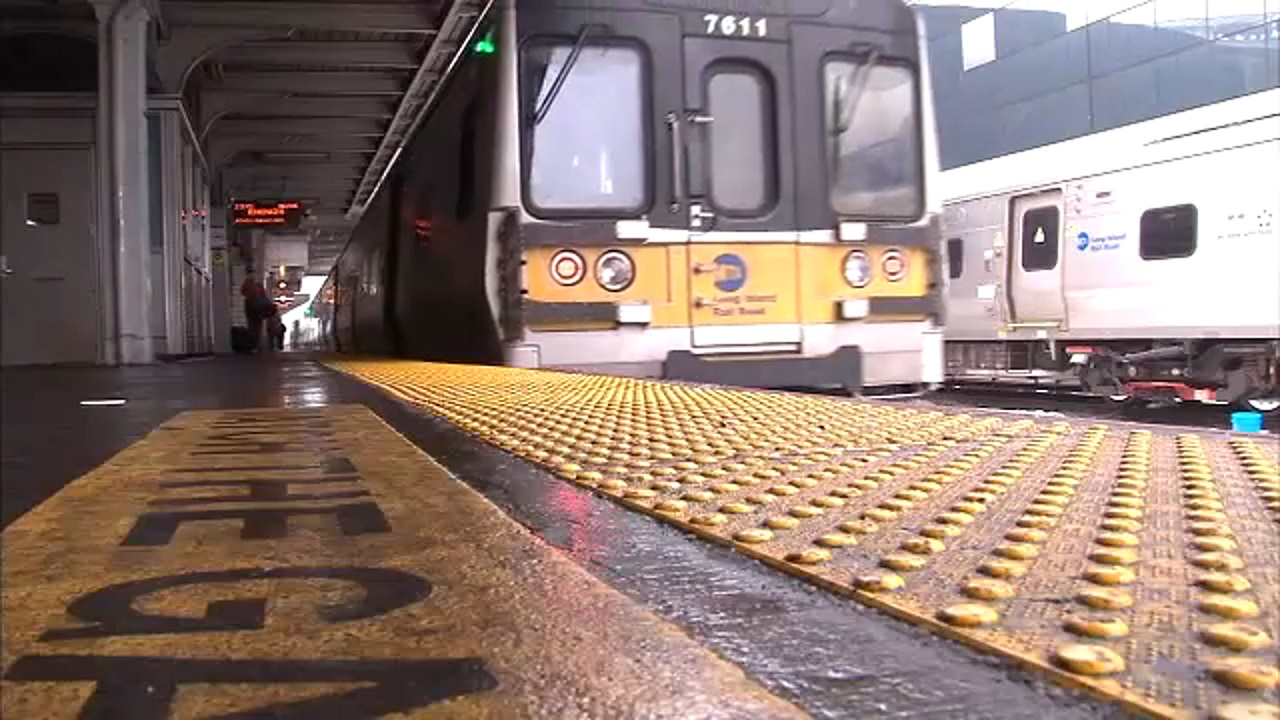 LIRR service resumes after extensive delays, cancellations caused by power issue