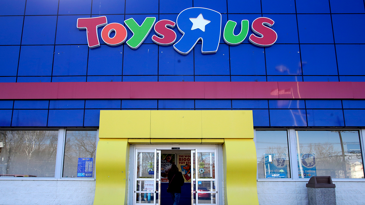 Former Toys  R Us workers to get $20 million in hardship fund
