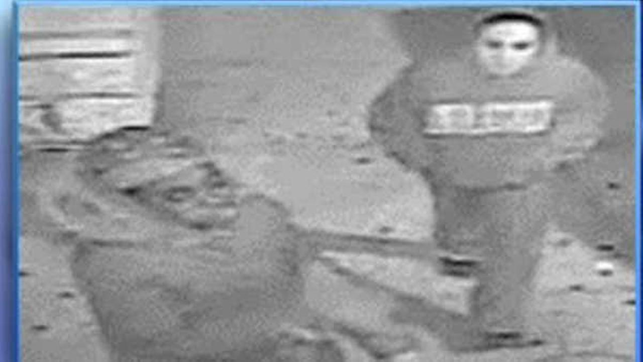 Police searching for two women who mugged elderly man in the Bronx