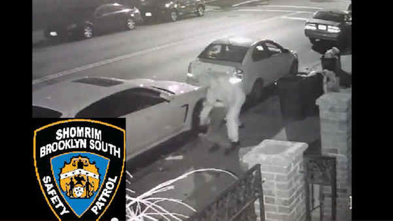 Assault, robbery of 60-year-old man in Brooklyn caught on camera