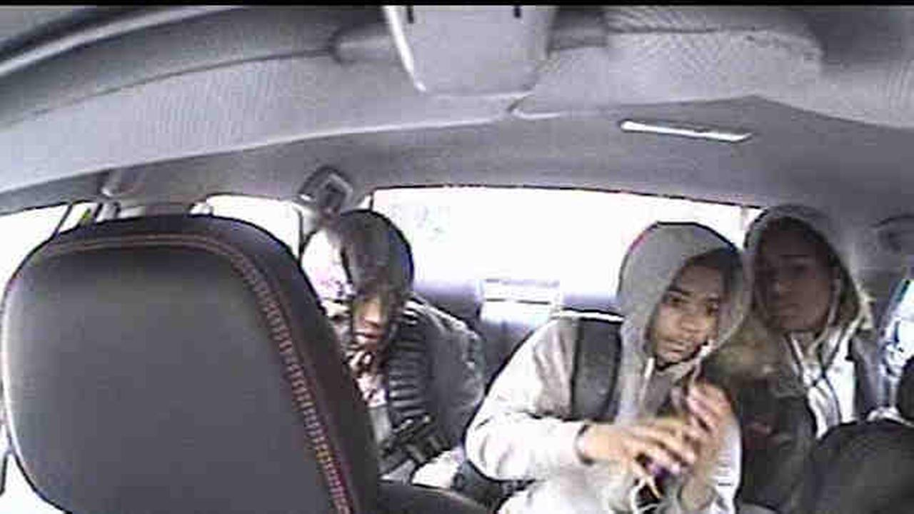Livery cab driver robbed at knifepoint in Bronx by 3 men, police say