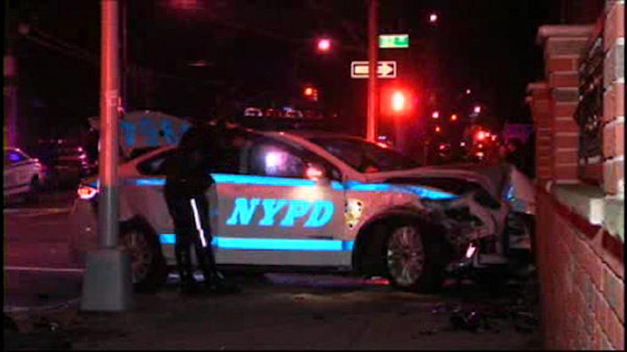 2 NYPD officers, 1 civilian hurt when cruiser crashes with livery cab in Queens