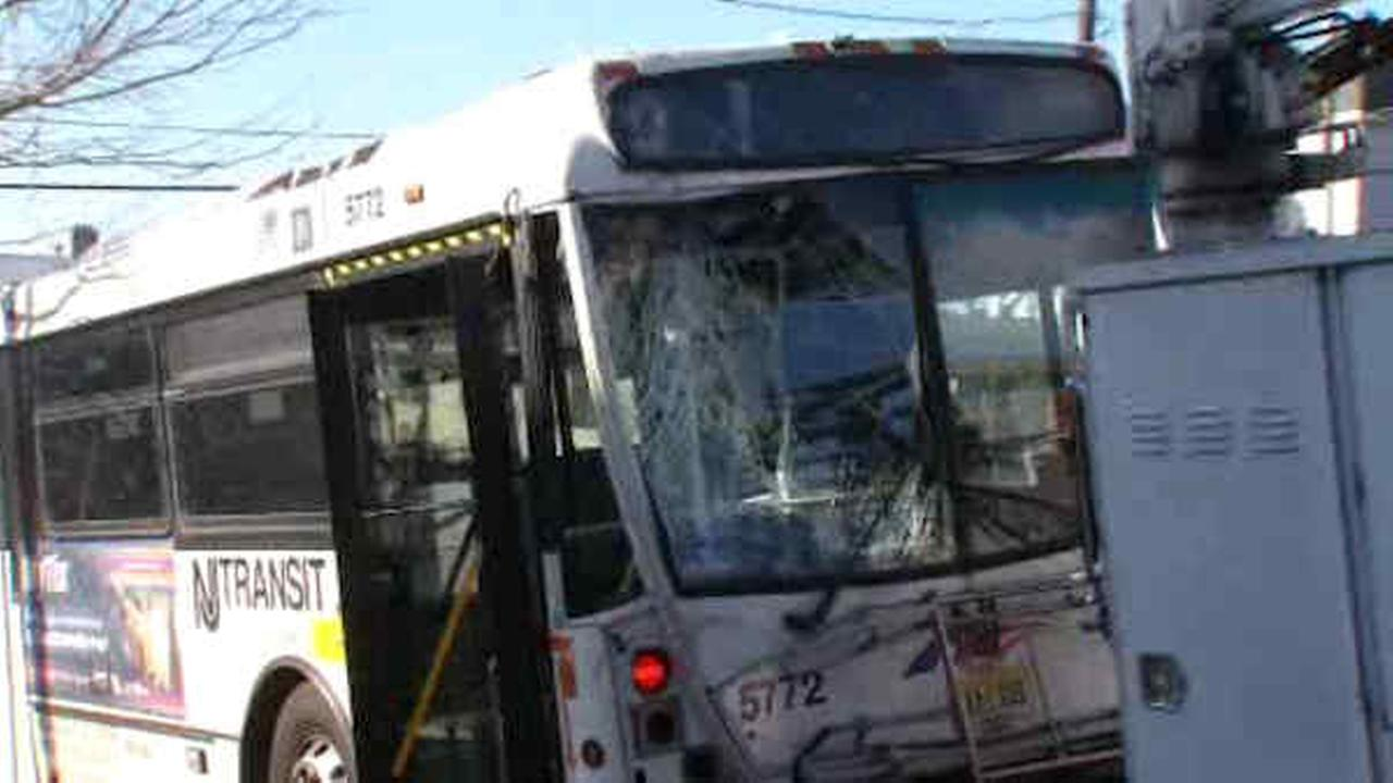 New Jersey Transit bus crashes into pole in Carlstadt; No injuries reported