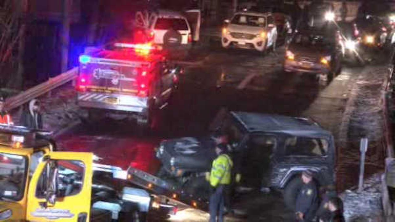 Stretch of Bronx River Parkway closed after 14-car pileup in Yonkers