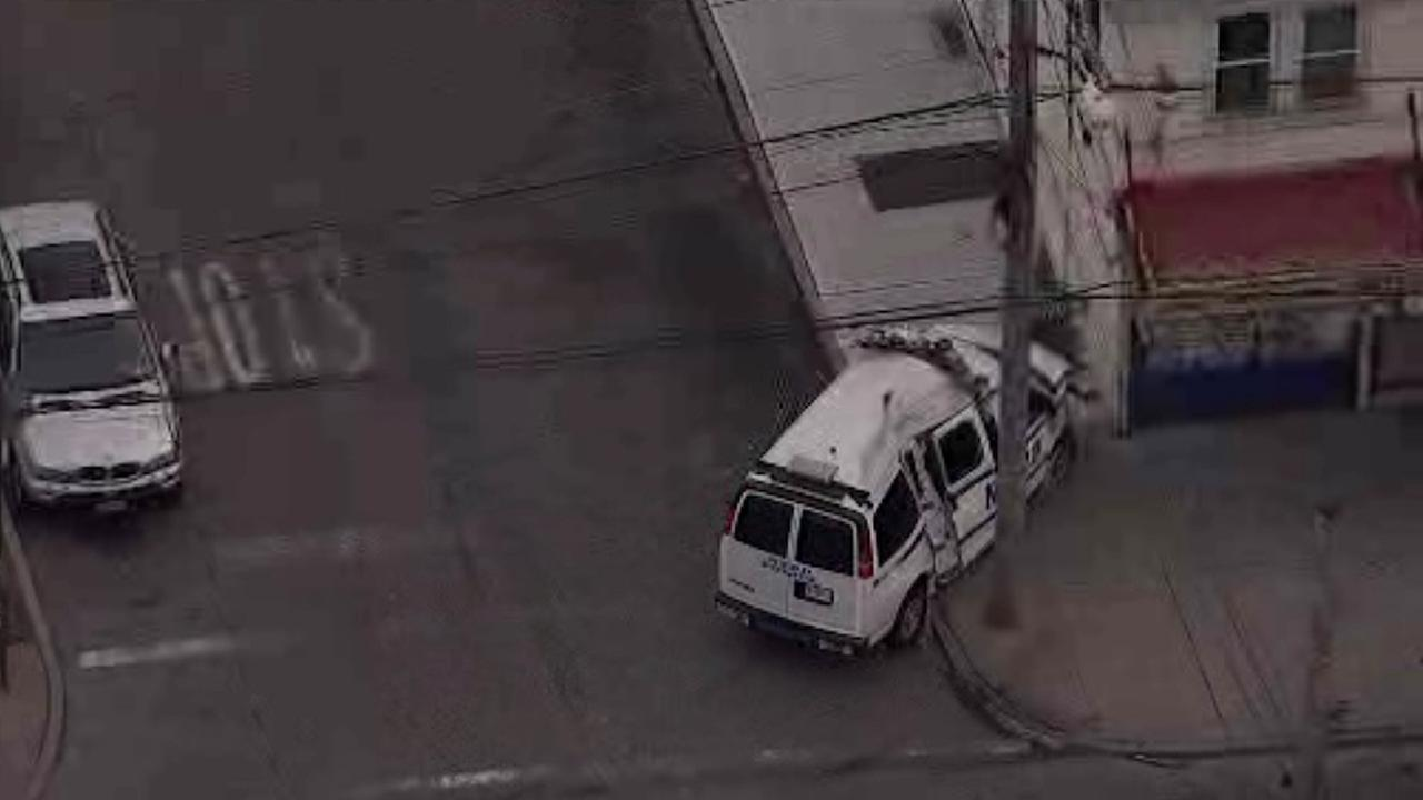 NYPD van crashes in St. Albans, Queens