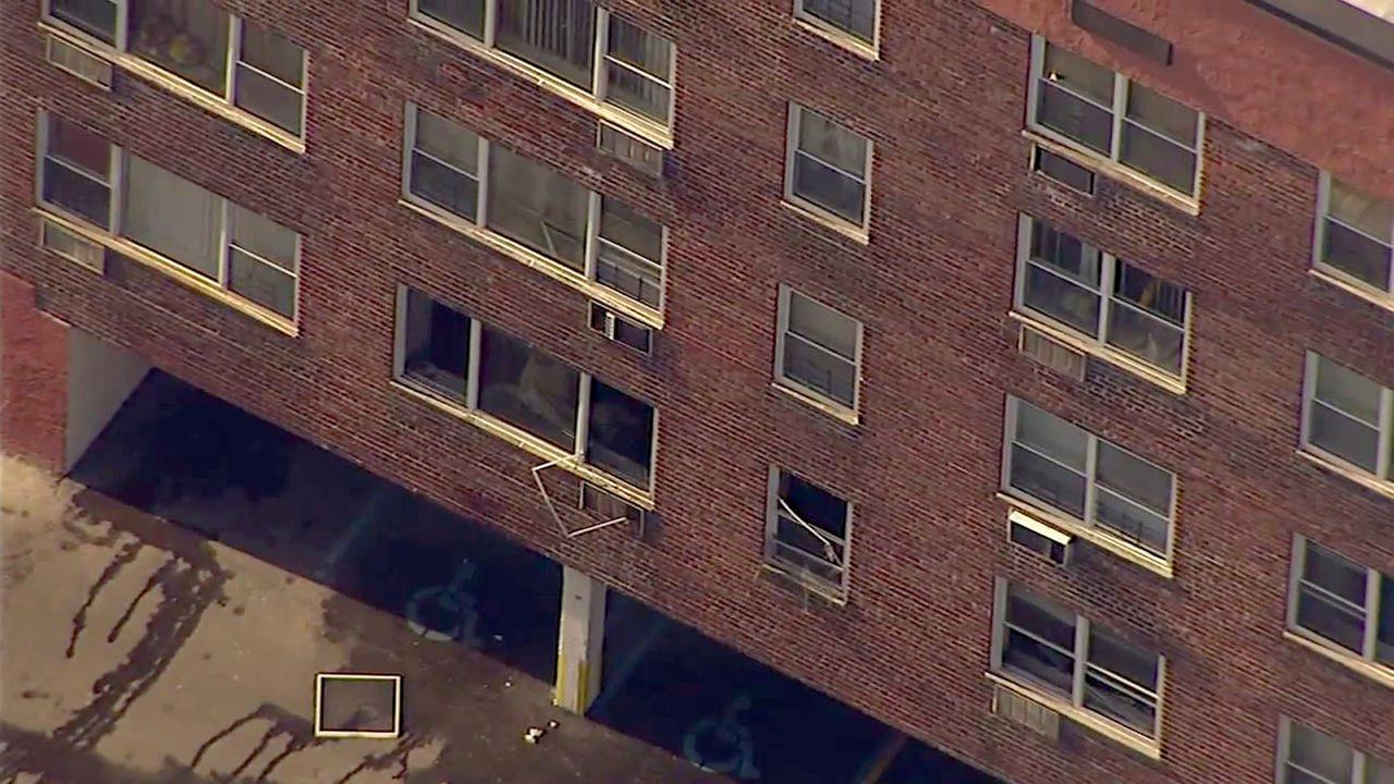 1 dead in apartment fire in Freeport on Long Island