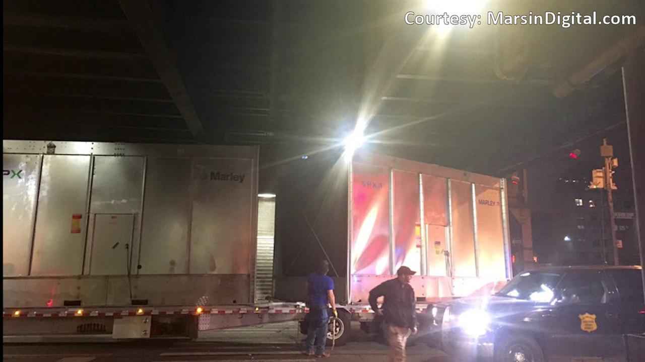 Tractor trailer hits Metro-North Harlem overpass