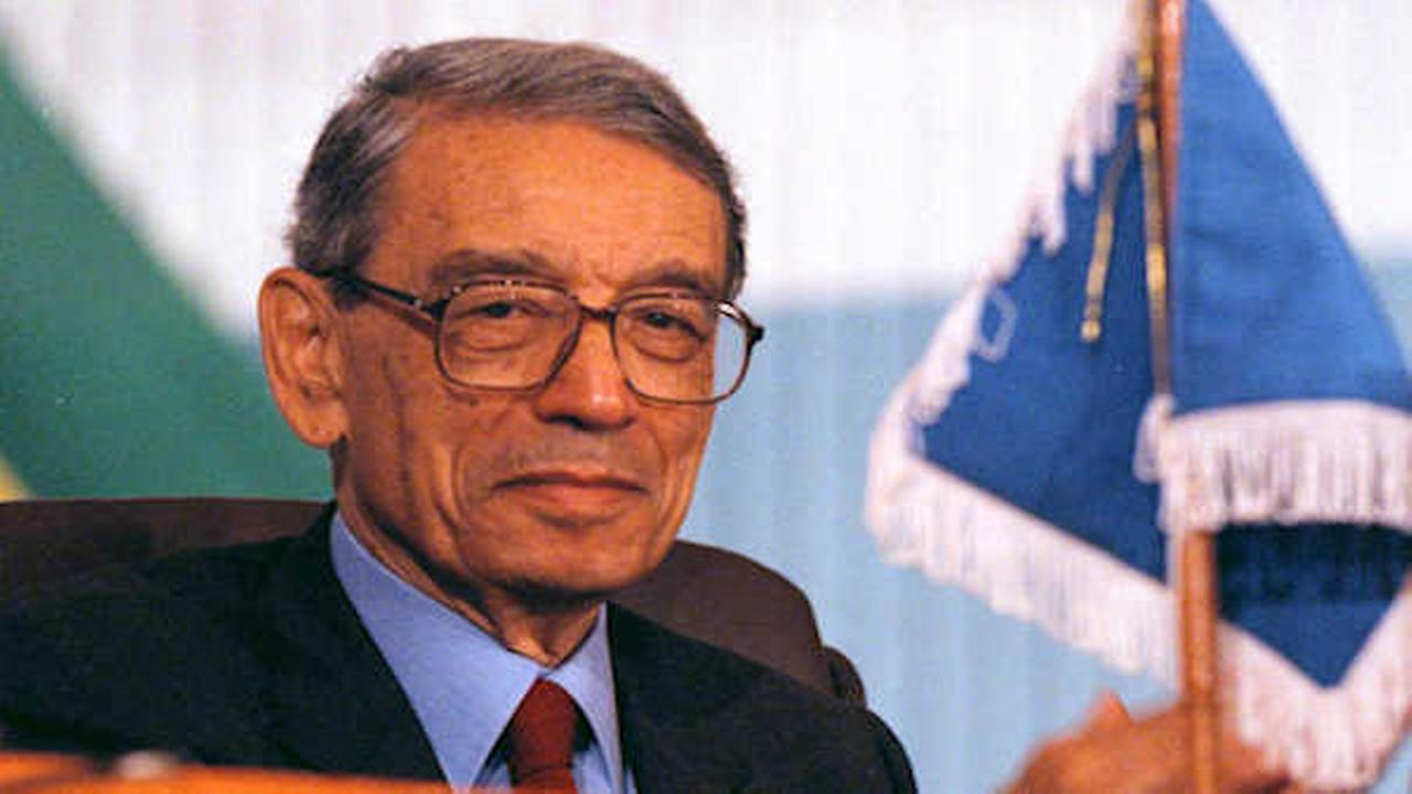UN Secretary-General Boutros Boutros-Ghali at a 1996 meeting in Cameroon. (AP Photo/David Guttenfelder)