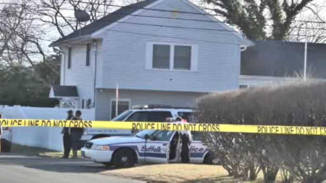 Police: Man killed woman in West Babylon home before turning knife on himself