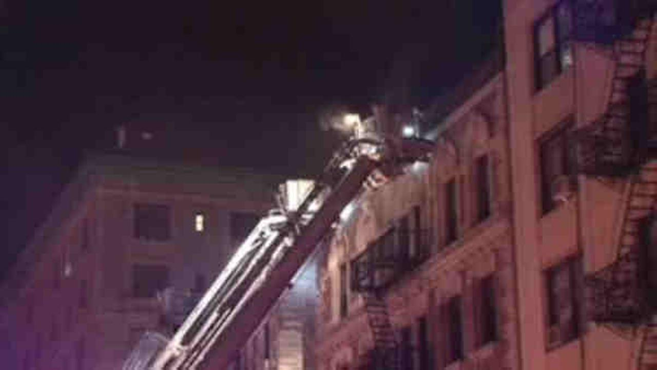 Fire breaks out at Hamilton Heights building
