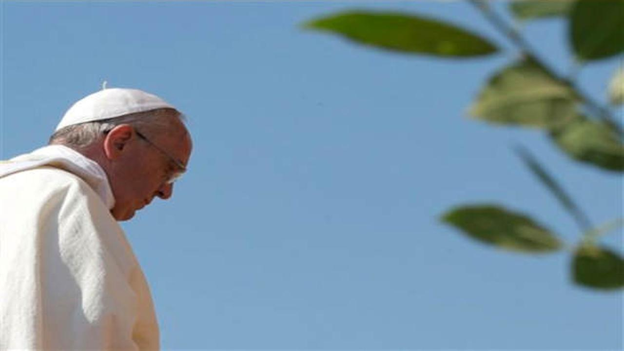 Pope Francis denounces mafia, says mobsters 'excommunicated' from Catholic Church