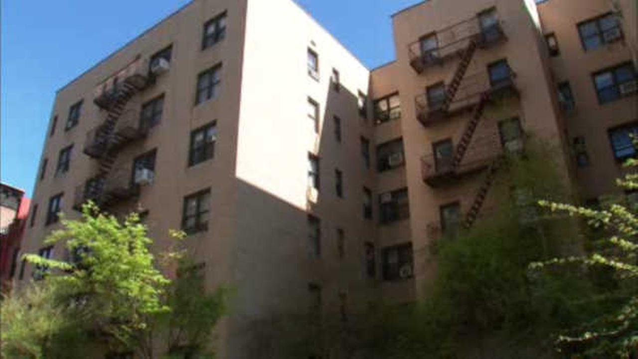 Detectives: Suspects follow man into Upper West Side apartment, rob him