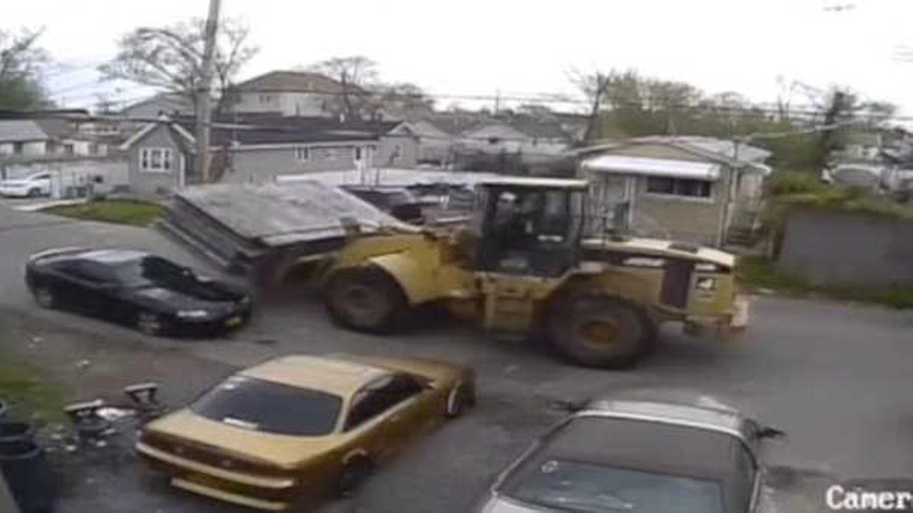 Bulldozer hit and run damages car in Midland Beach, Staten Island