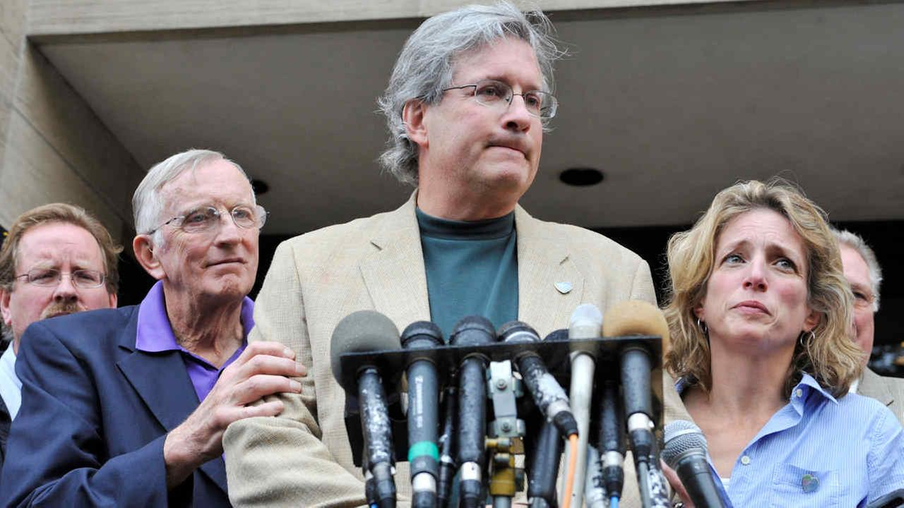 Dr. William Petit speaks with his father and sister outside Superior Court in New Haven, Conn., on Tuesday, Oct. 5, 2010.