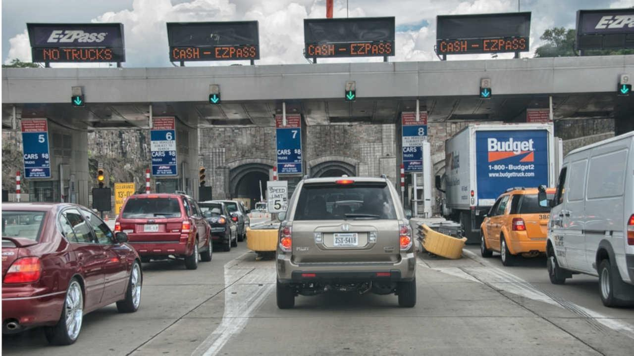 Man threatens bus driver with knife; arrested at Lincoln Tunnel toll plaza