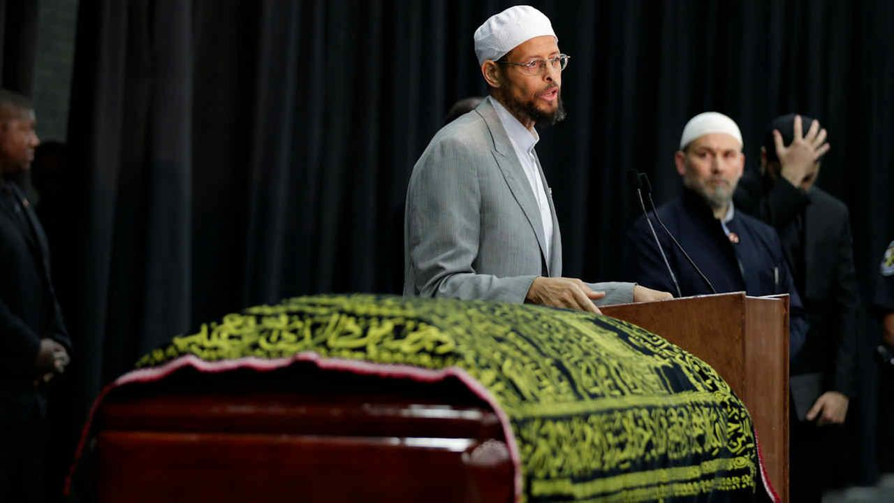Imam Zaid Shakir presides over Muhammad Alis Jenazah, a traditional Islamic Muslim service, in Freedom Hall, Thursday, June 9, 2016, in Louisville, Ky.