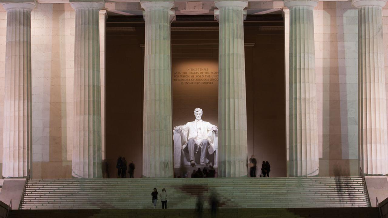 Woman's 'Star Spangled Banner' performance at Lincoln Memorial stuns park visitors