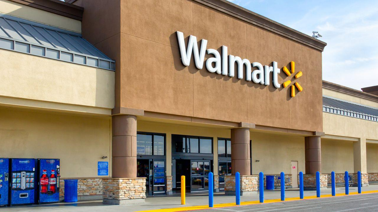 Video: Dress insult stirs up 30-person melee at New York Walmart, police say