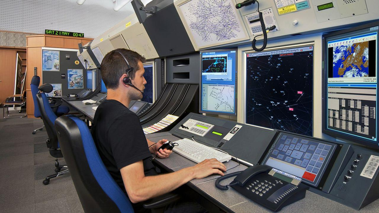 FAA to hire 1,400 air traffic controllers for high-paying jobs
