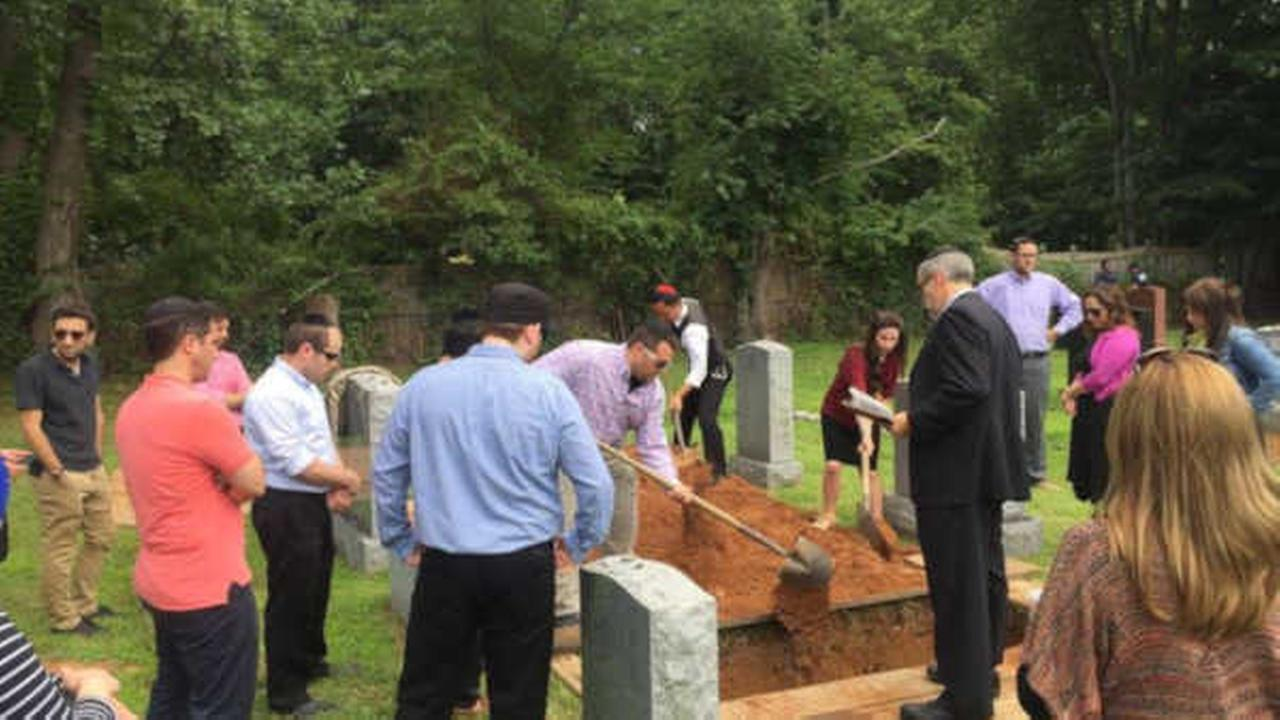 30 strangers volunteer to attend funeral in Rockland County
