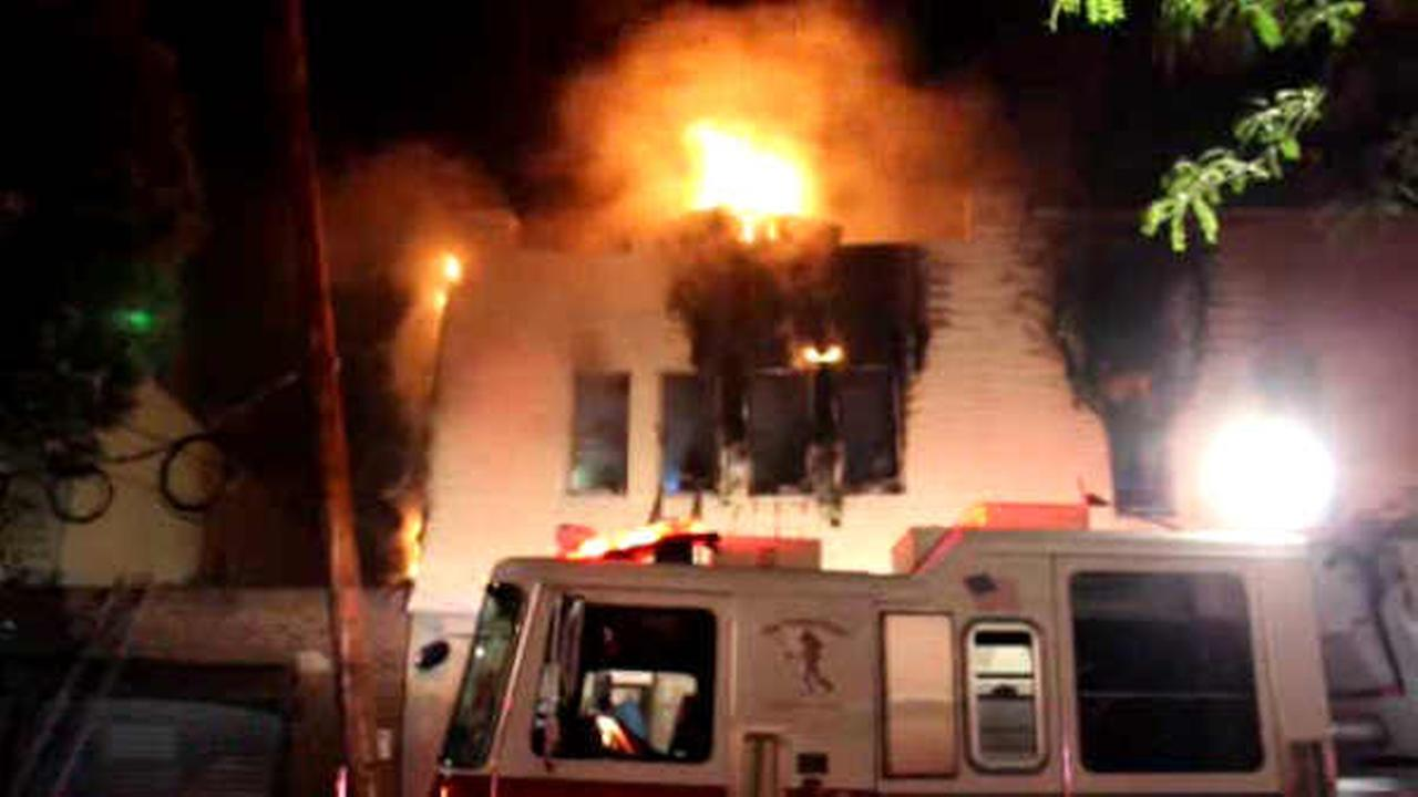 Fire rips through top floor of apartment building in Glendale, Queens