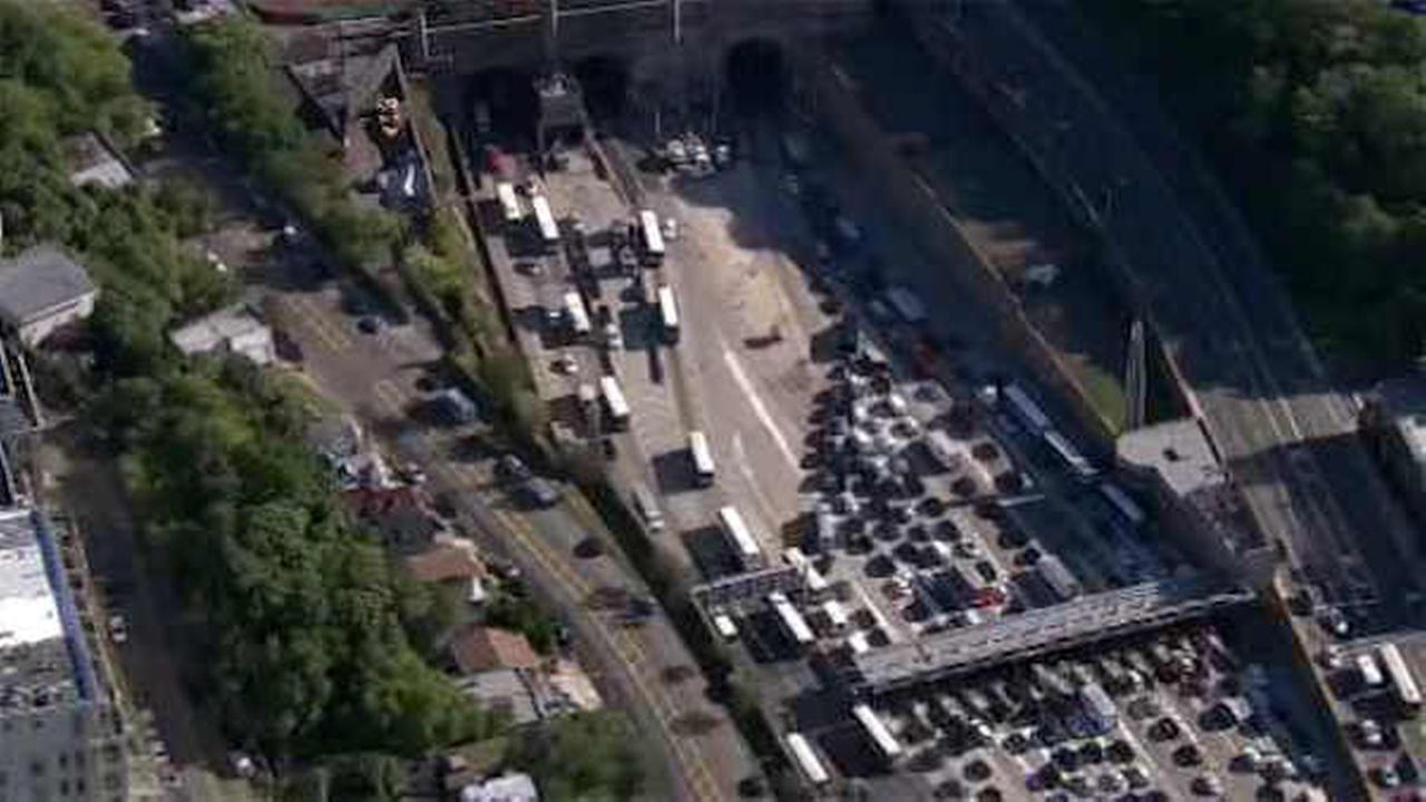 Accident involving 2 NJ Transit buses shuts down center tube of Lincoln Tunnel