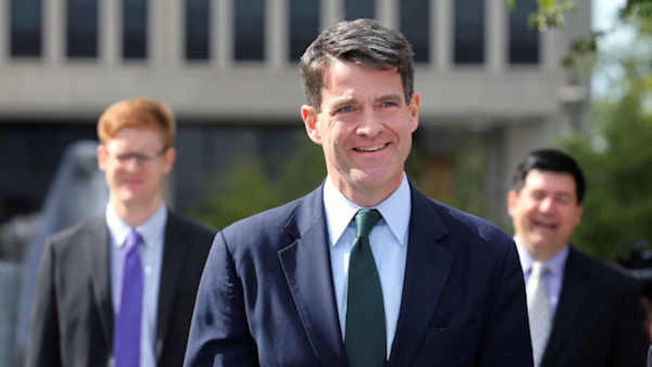 Bill Baroni, New Jersey Gov. Chris Christies former top appointee at the Port Authority, leaves court after a hearing Sept. 26th.  (AP Photo/Mel Evans)