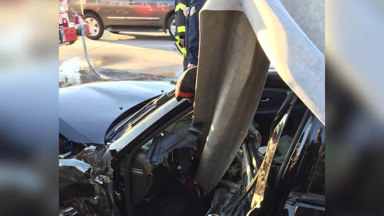 Driver crashes car through guard rail on Staten Island Expressway