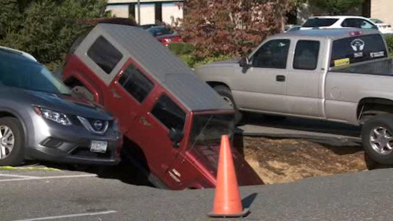 3 vehicles fall into large sinkhole in Bethpage parking lot