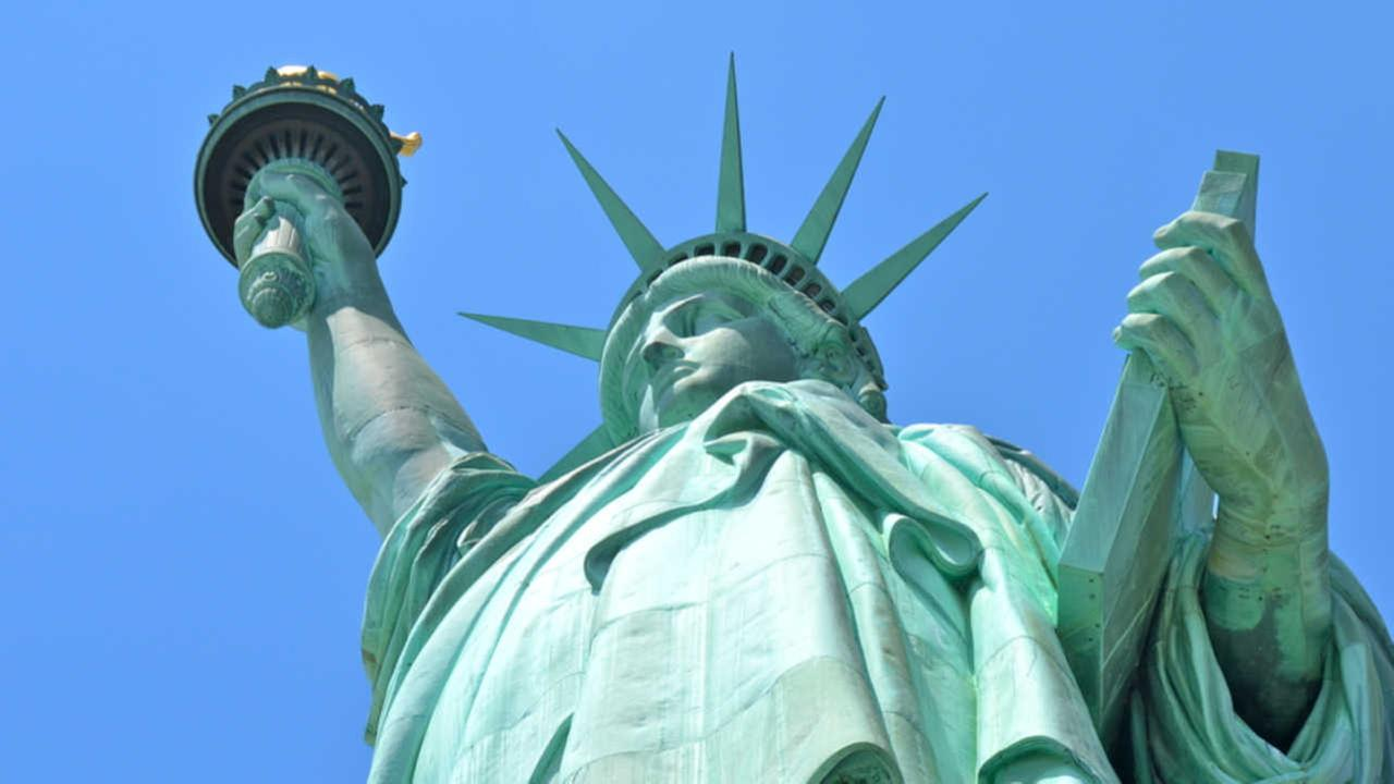 NYPD: Man tried to sell fake Statue of Liberty tickets to tourists in Lower Manhattan