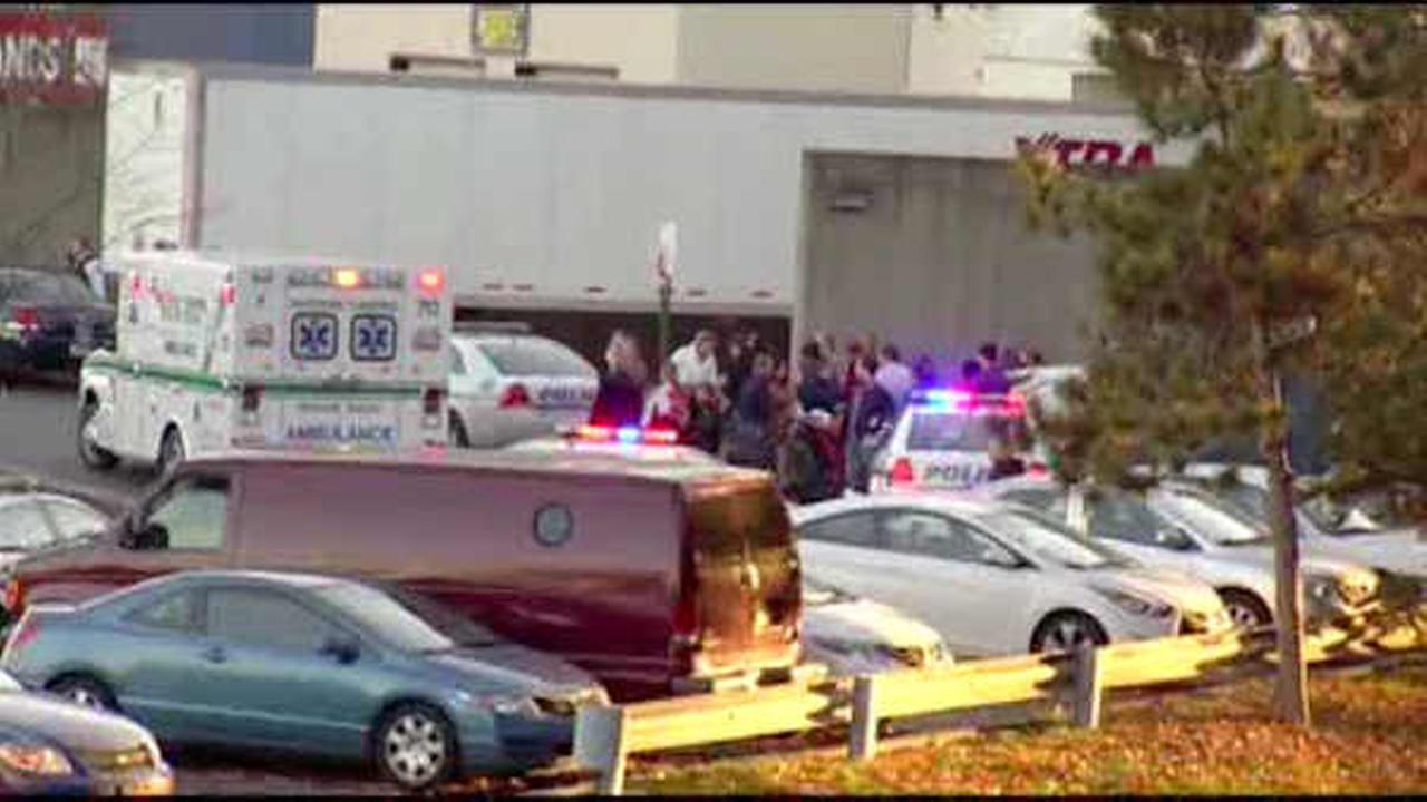 NY mall reopens after gunfire incident causes shoppers to flee in panic