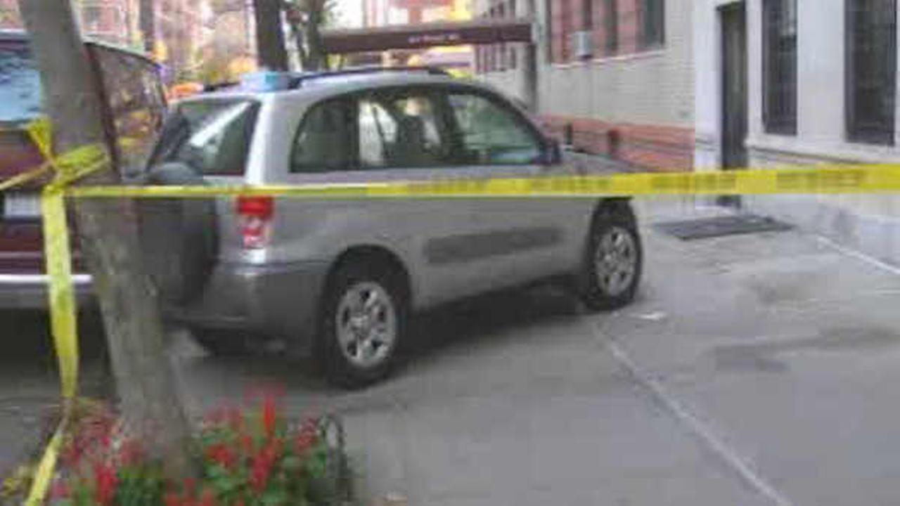 2 pedestrians hurt when car jumps curb on Upper West Side