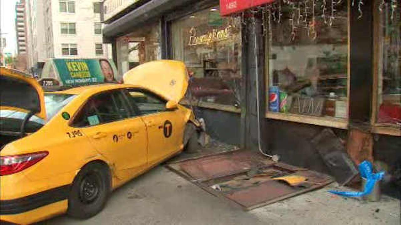 2 injured when cab jumps sidewalk on Upper East Side