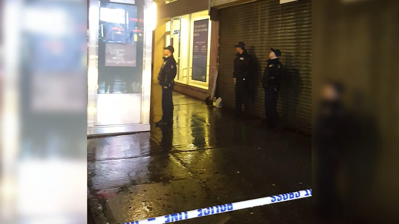 Queens jewelry store robbed at gunpoint by 3 men