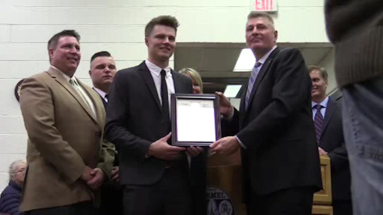 Heroic teen honored for saving 2 teen girls in Mahopac crash