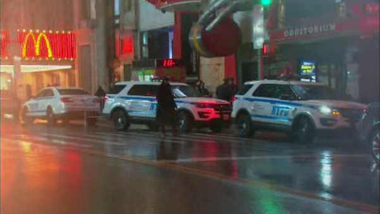 2 arrested in connection with double stabbing in Times Square