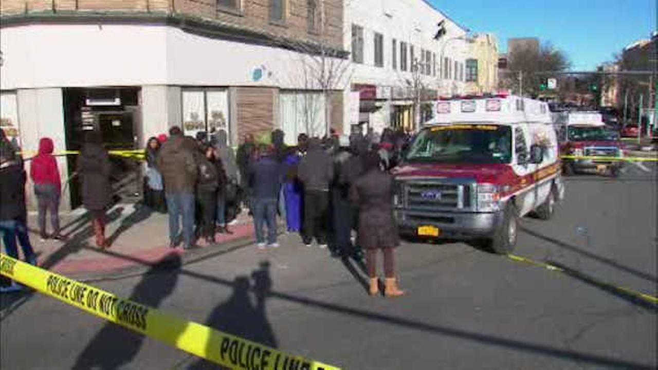 1 killed, 5 wounded in suburban NYC nightclub shooting