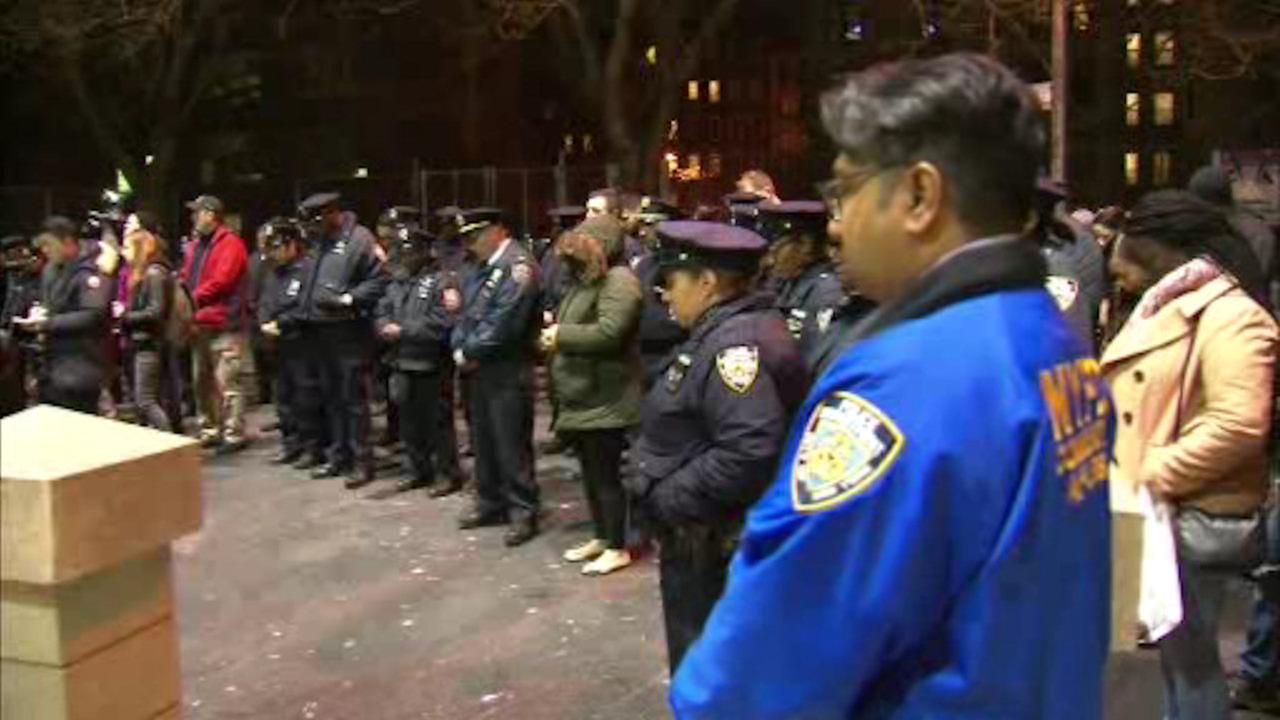Vigil held for off-duty NYPD officer killed in car wreck last week in the Bronx