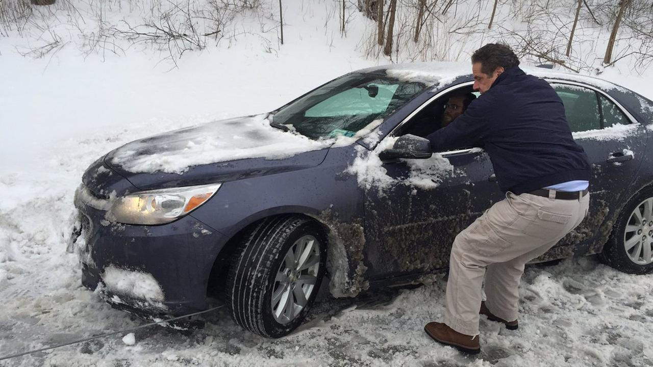 NY Governor Andrew Cuomo helps stranded driver during storm