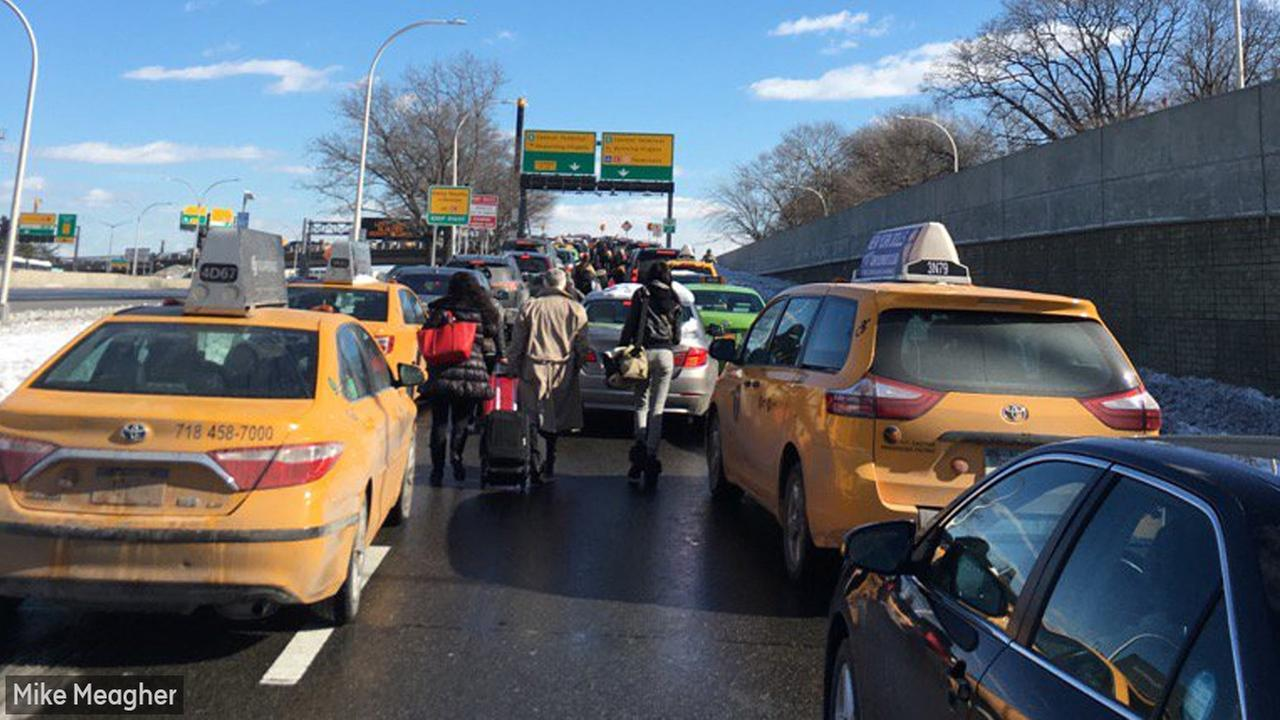 Snarled Traffic At Laguardia Airport Prompts Travelers To Walk To Terminal Abc7ny Com