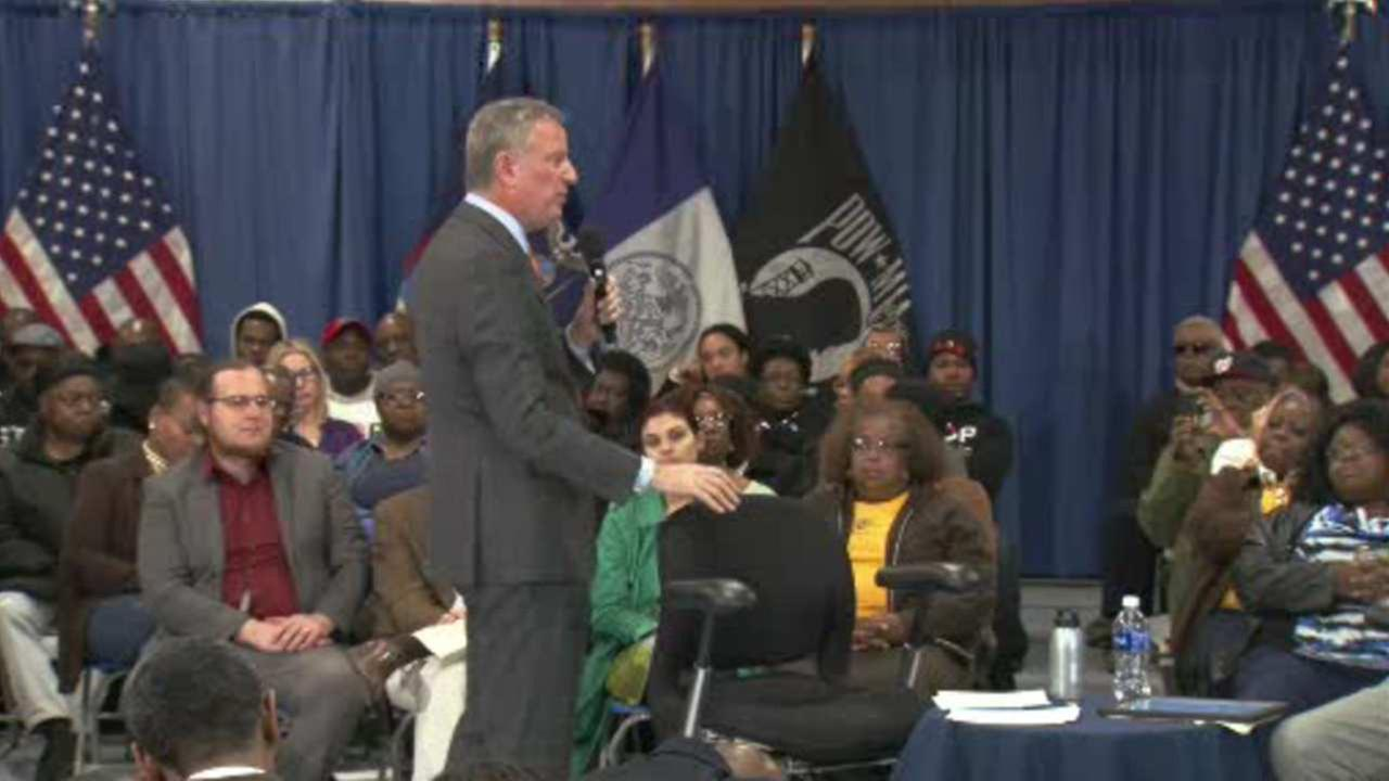 Mayor holds meeting on Crown Heights on proposed homeless shelter
