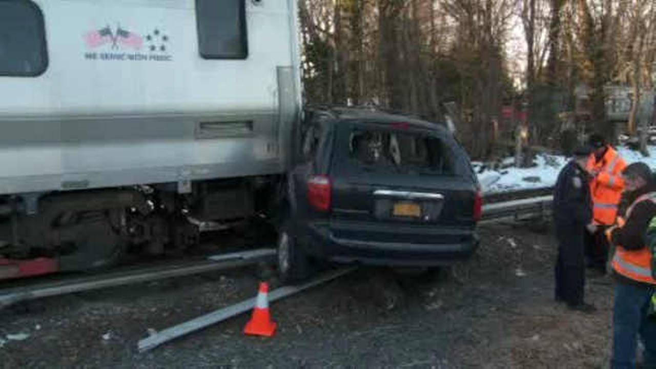 Service restored on LIRR West Hempstead branch after train hits car on tracks