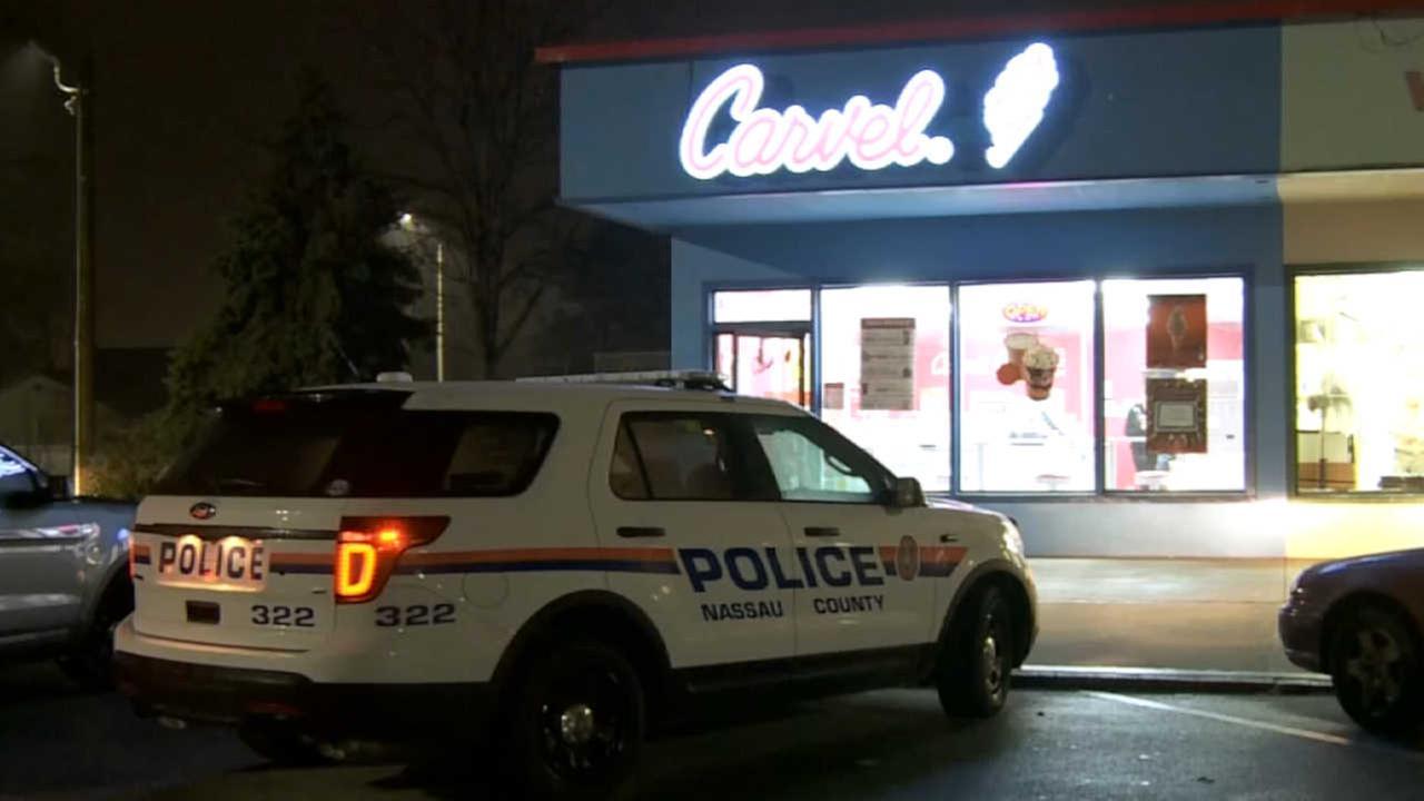 Police: Knife-wielding man robs Westbury Carvel