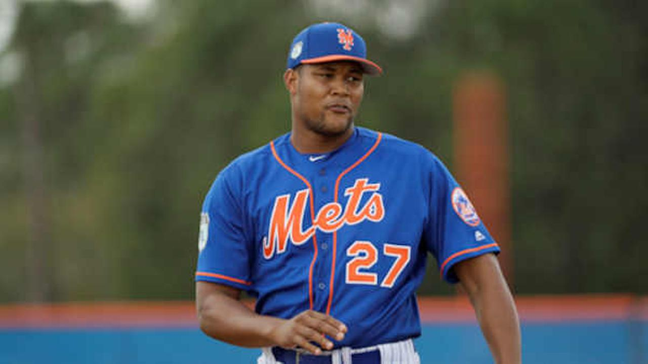 Mets relief pitcher Jeurys Familia throws during a spring training baseball workout Tuesday, Feb. 21, 2017, in Port St. Lucie, Fla. (AP Photo/David J. Phillip)