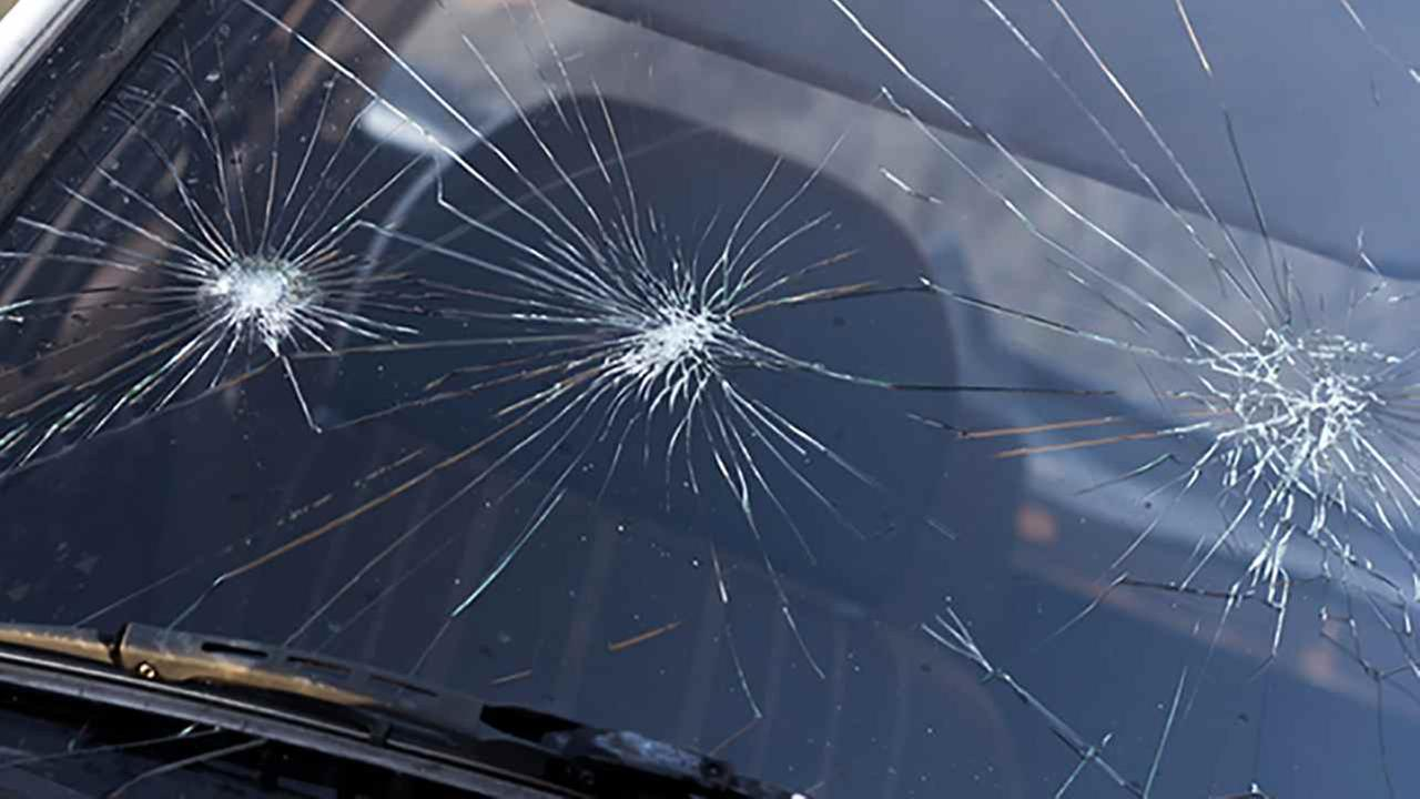 Roslyn Heights teen accused of throwing rocks at cars on Long Island Expressway