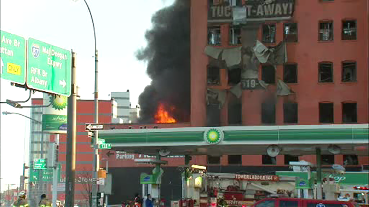 Exceptionnel Fire Tears Through Storage Facility In Mott Haven Section Of The Bronx |  Abc7ny.com