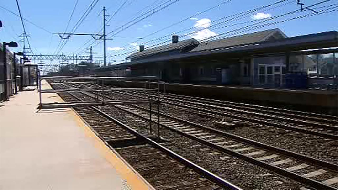 Foot bridge linked to Metro North platform in Stratford, Connecticut collapses