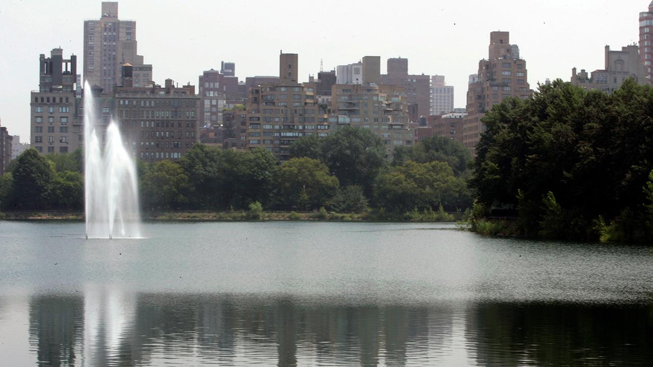 The fountain in Central Parks reservoir is photographed Monday, July 30, 2007 in New York (file)